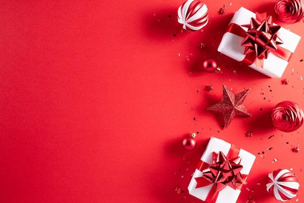 Decorazioni natalizie sfondo rosso