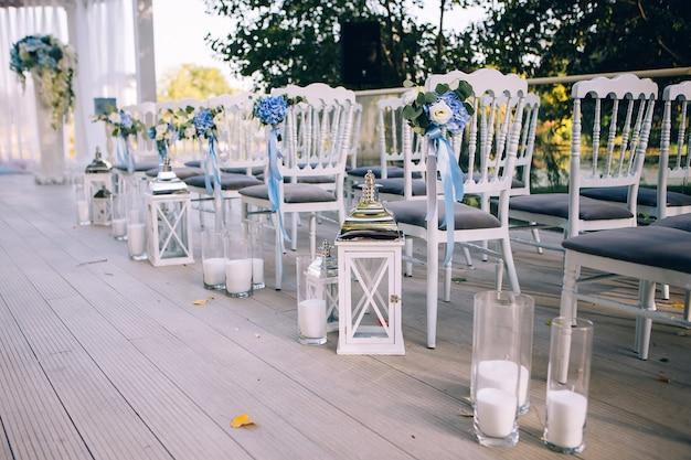 Decorazioni per matrimoni, candele in boccette di vetro.