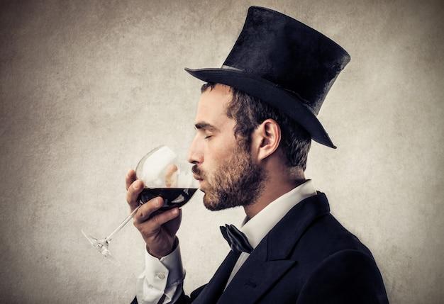 Degustazione di vino elegantemente