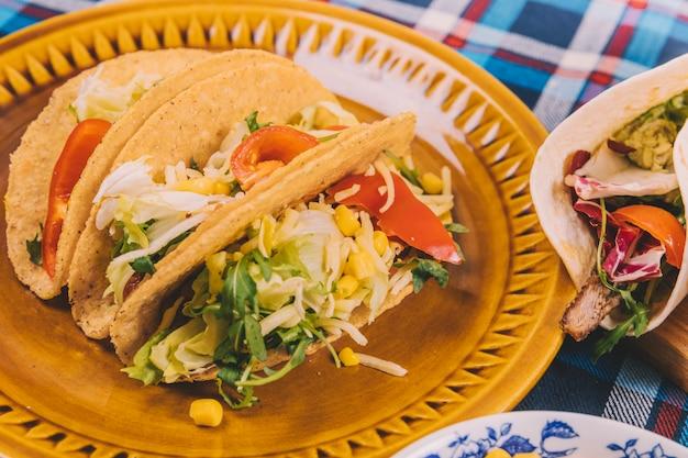 Delicious tacos con carne macinata in lamiera