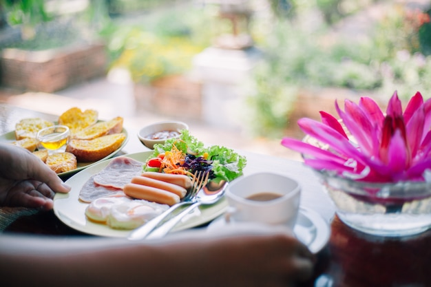 Deliziosa colazione sul tavolo
