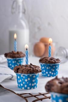 Deliziosa festa della mamma cupcakes al cioccolato fatti in casa