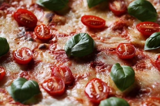 Deliziosa pizza al basilico