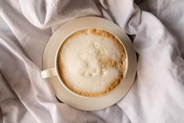 Deliziosa tazza di caffè con panna