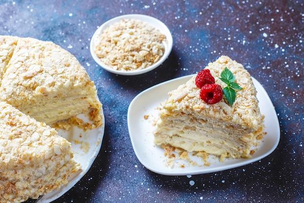 Deliziosa torta napoleone fatta in casa, vista dall'alto