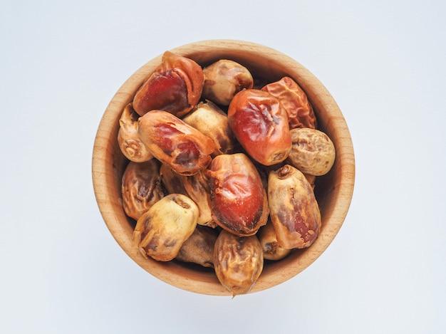 Deliziose date biologiche fresche. dolce. palma da dattero.