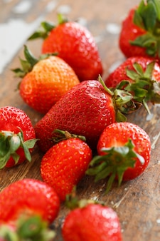 Deliziose fragole sul tavolo