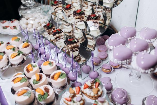 Deliziosi dolci sul catering delle caramelle
