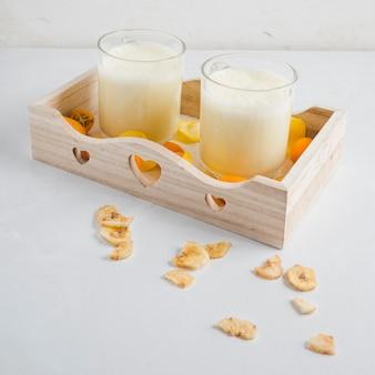 Deliziosi frullati in scatola di legno