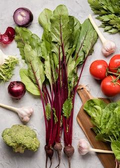 Deliziosi ingredienti per un'insalata sana
