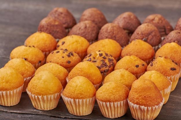 Deliziosi mini muffin al cioccolato per colazione