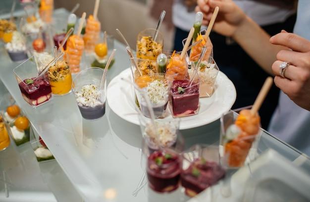 Deliziosi piatti sul tavolo per la festa