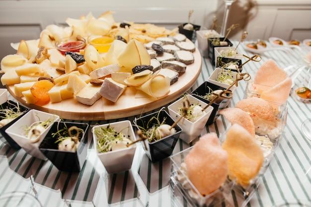 Deliziosi piatti sul tavolo
