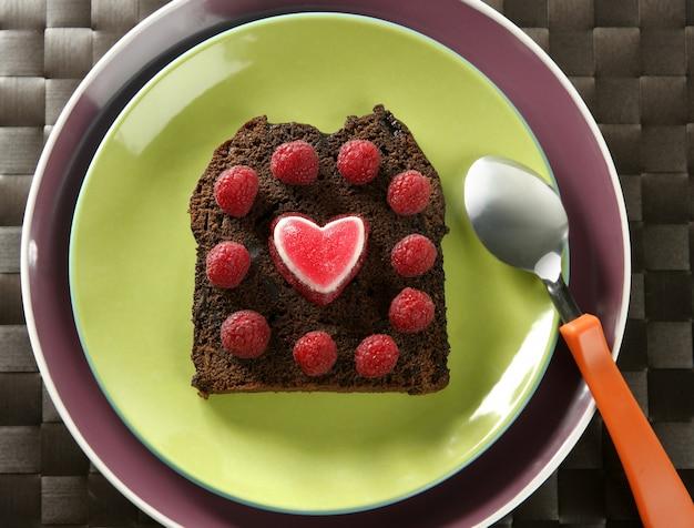 Deliziosi raspberryes e torta al cuore