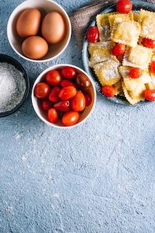 Deliziosi ravioli ripieni fatti in casa con ingredienti naturali.
