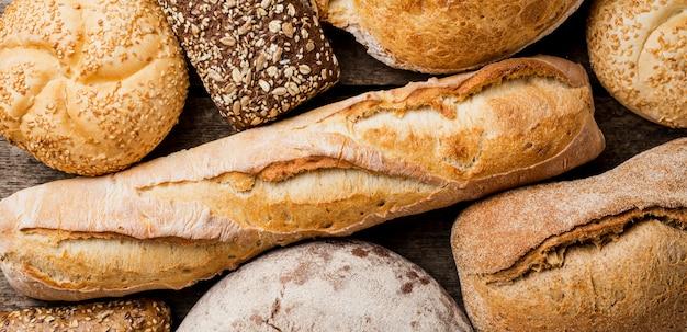 Deliziosi tipi di pane vista dall'alto