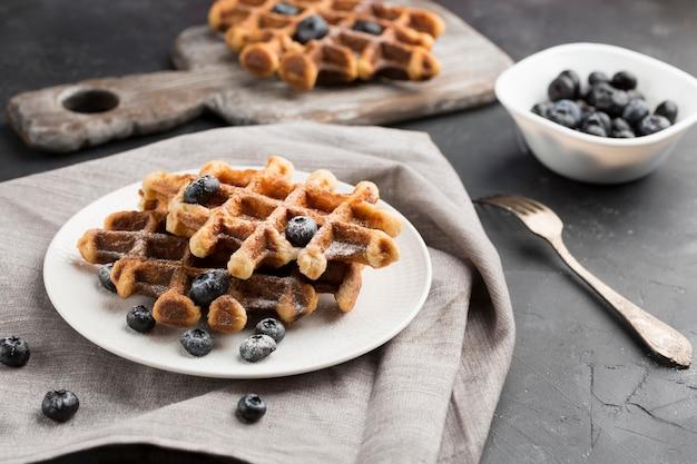 Deliziosi waffle ai mirtilli