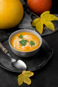 Delizioso assortimento di zuppe autunnali