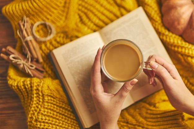 Delizioso caffè d'autunno.