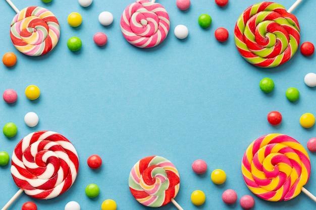 Delizioso concetto di caramelle con copia spazio