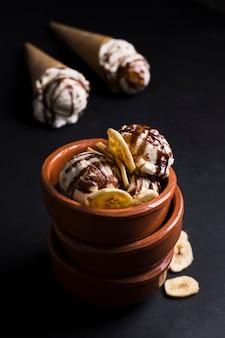 Delizioso dessert con gelato