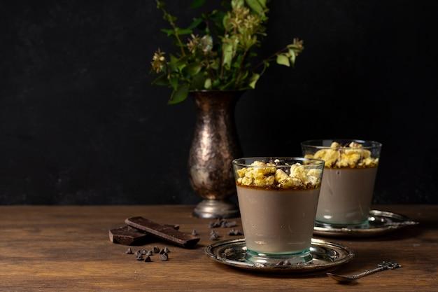 Delizioso dessert di mousse al cioccolato