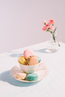 Delizioso dessert francese. macaron torta pastello colorato