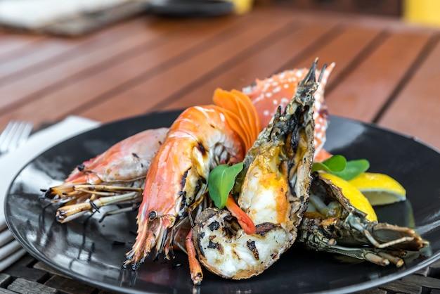 Delizioso piatto di pesce alla griglia