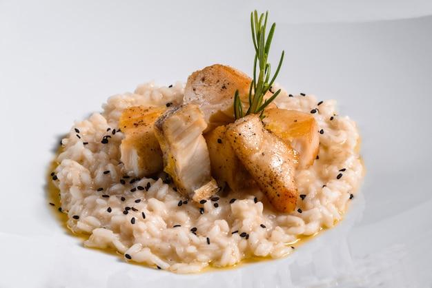 Delizioso risotto con filetto di pollo
