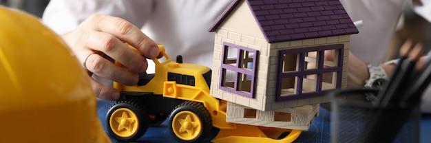 Demolizione della casa di pianificazione del costruttore
