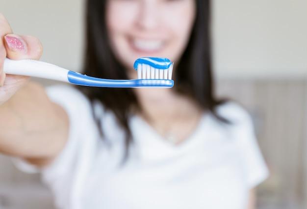 Dentifricio e dentifricio cura dentale per le donne