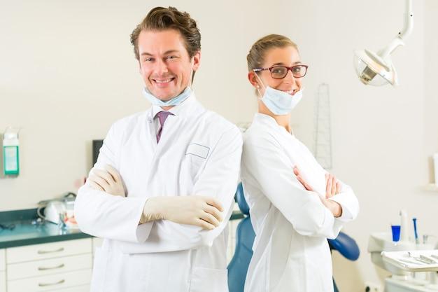 Dentista per la loro chirurgia