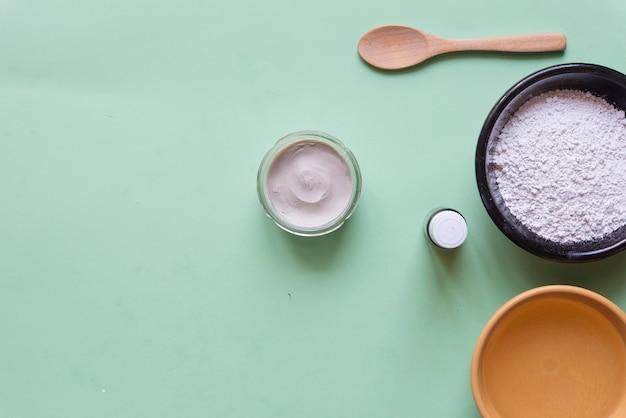 Deodorante in argilla bianca, tea tree, olio di cocco