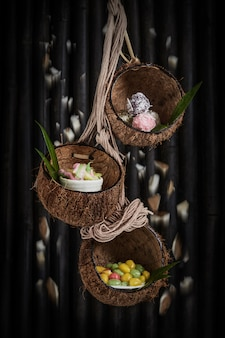 Deserto tailandese nelle coperture della noce di cocco. deserto tailandese nelle coperture della noce di cocco.