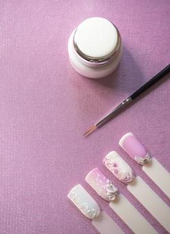 Design delle unghie. vernice, pennelli e tipi