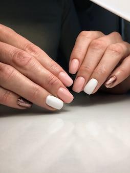 Design per unghie belle mani femminili