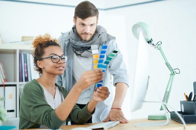 Designer creativi moderni al lavoro