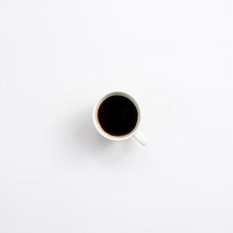 Desktop dell'ufficio con una tazza di caffè