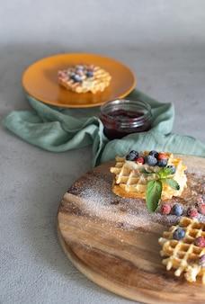 Dessert con cialde e altri ingredienti