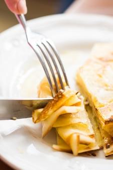 Dessert con frittelle e miele
