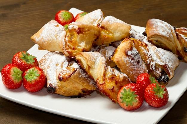 Dessert con marmellata e uvetta
