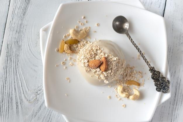 Dessert di avena biologico con vaniglia