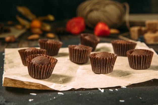 Dessert di caramelle dolci al tartufo al cioccolato gourmet
