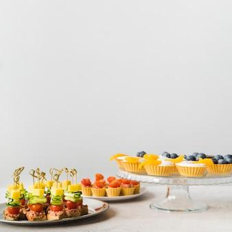 Dessert di catering copia-spazio