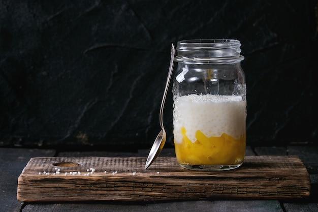 Dessert di tapioca con mango