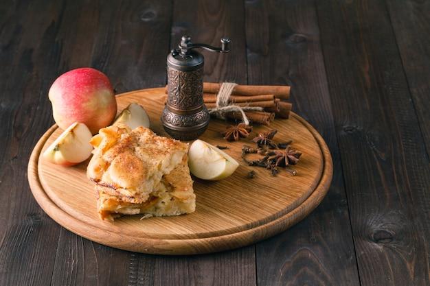Dessert di torta di mele fatto in casa.