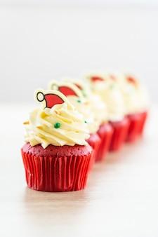 Dessert dolce con velluto rosso cupcake