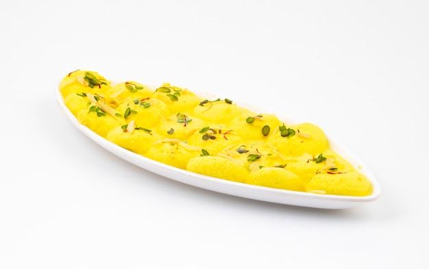 Dessert indiano tradizionale ras malai
