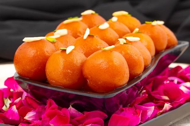 Dessert popolare indiano gulab jamun