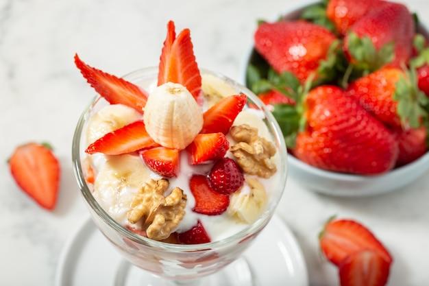 Dessert sano in vetro. concetto di cibo sano